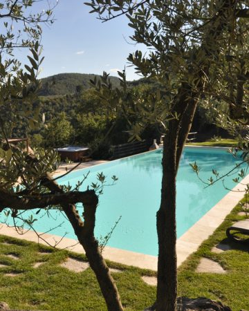 Stay in an apartment in Tuscany
